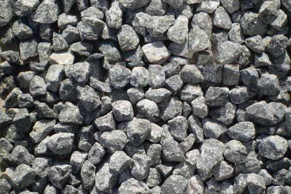 Existe vários tipos de pedra brita.