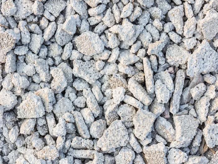 A pedra brita reciclada é mais sustentável.