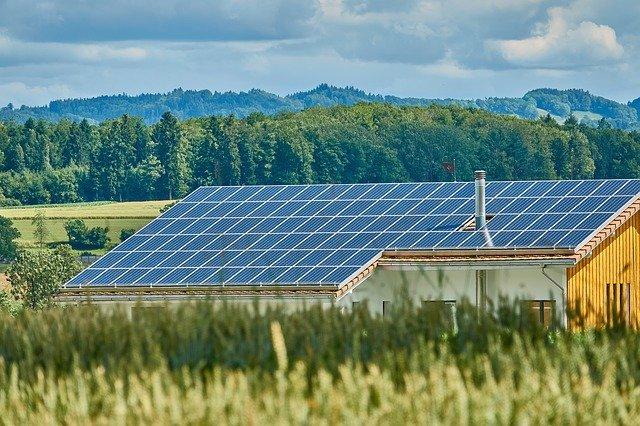 A energia solar é um investimento que tem uma grande vida útil.
