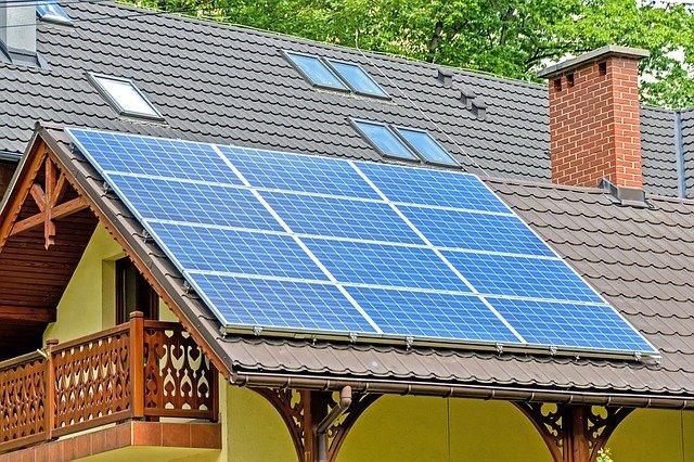 A energia solar é um meio de economizar muito na conta de luz.